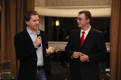 Mike Costache primind premiul Cel mai bun expozant pentru Universitatea Pepperdine, la RIUF 2010.